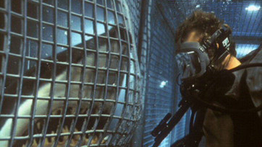 Deep-Blue-Sea-©-2000-Warner-Home-Video
